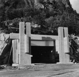Inngangsportal Tysso 2, ca. 1968. (Norsk Vasskraft- og Industristadmuseum sitt arkiv)