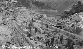 Bygging av Ringedalsdammen, 1912. (Norsk Vasskraft- og Industristadmuseum sitt arkiv)